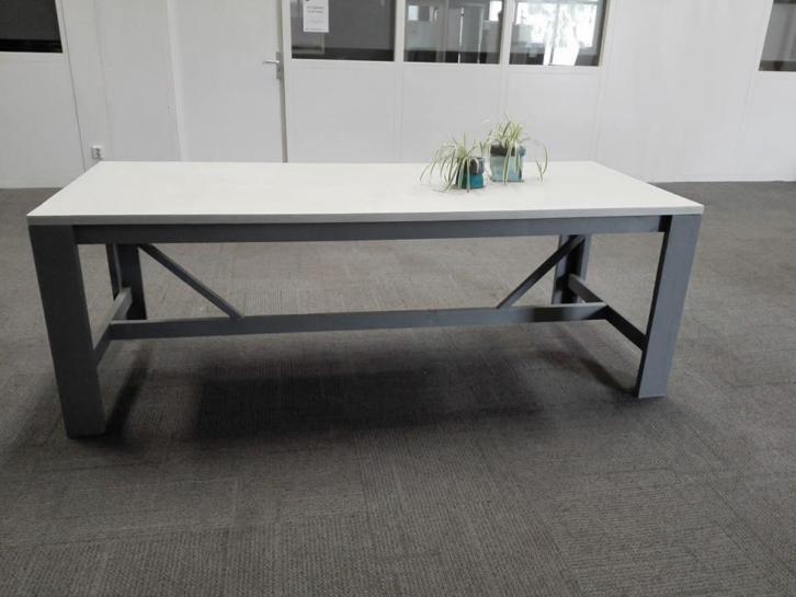 Industriele tafel, betonlook, betonciré