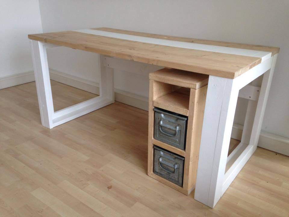 Bureau steigerhout met ladeblok en industriele bakken for Ladeblok hout