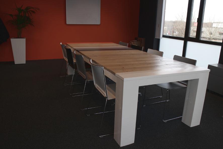 Grote vergadertafel, op maat gemaakt