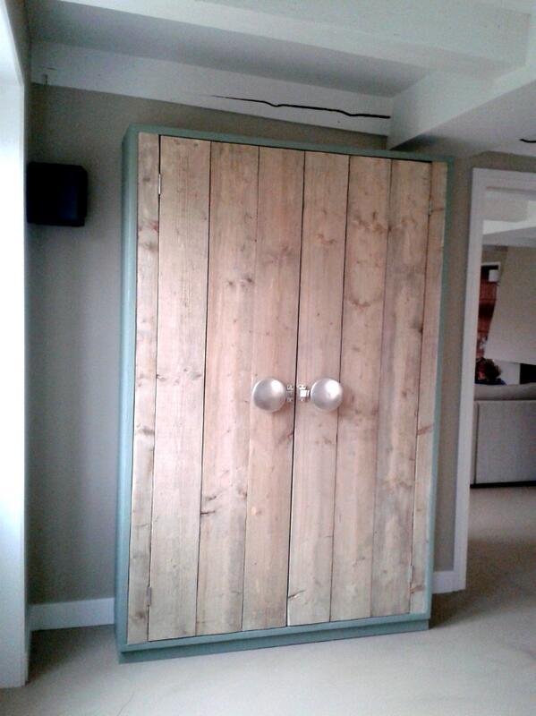 Stoere kast, steigerhout interieur