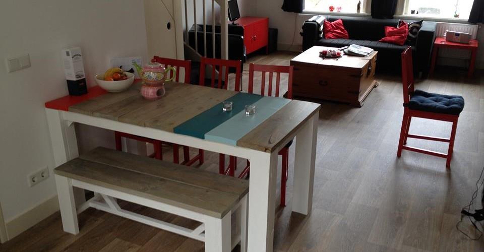 Eettafel van steigerhout wit/rood/azuur/blauw