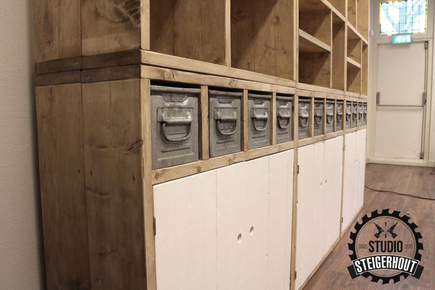 Deze kastenwand bestaat uit losse elementen van 105cm x 105cm x 40cm