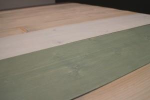 Detail, antiek groene en witte wash.
